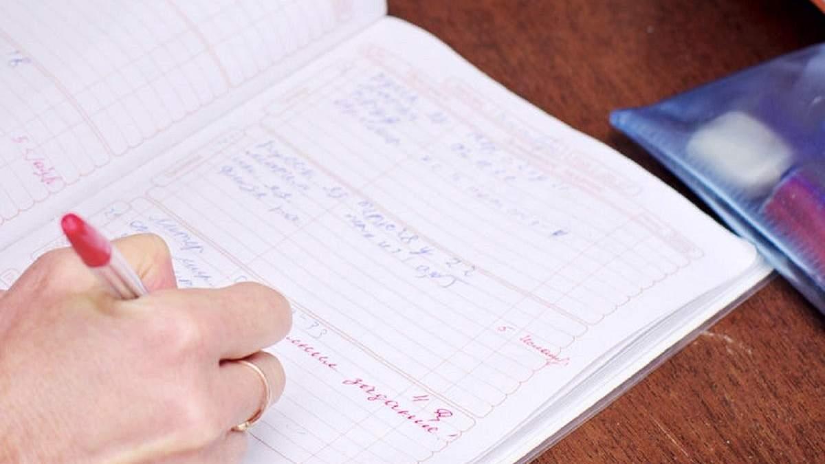 Замалювати двійку не вийде: в українських школах будуть електронні щоденники