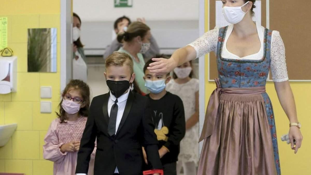 В Австрії вимогу носити маски у школах визнали протизаконною: рішення суду