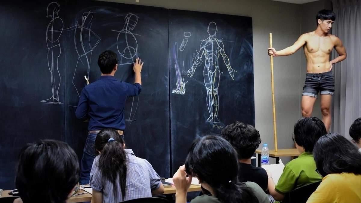Викладач підкорив студентів анатомічним малюванням: ефектні фото