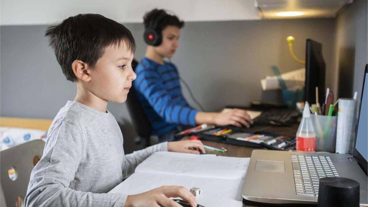 Велика Британія повернулася до онлайн-навчання: які проблеми виникли