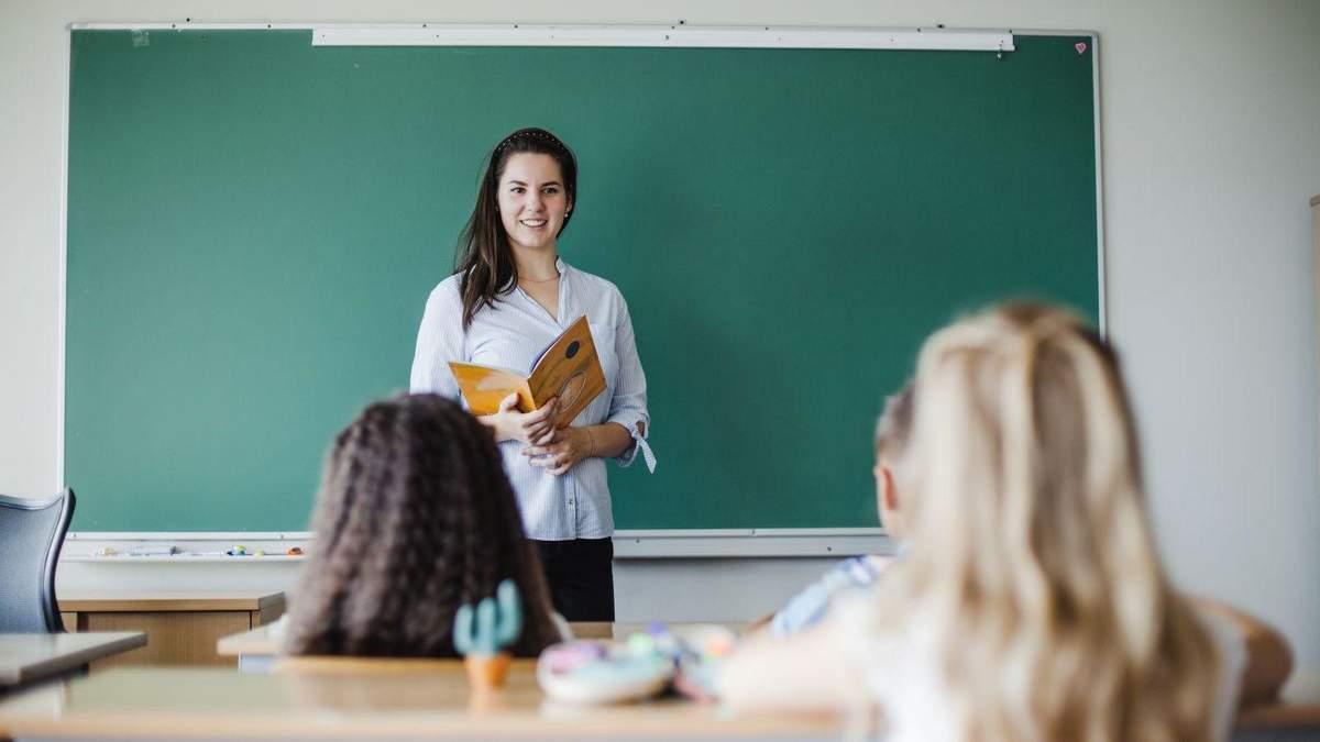 Сколько денег получат учителя в 2021 году: ответ Минфина