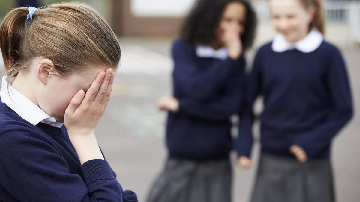 Інтимні фото 13-річної дівчинки потрапили до шкільного чату: її почали цькувати
