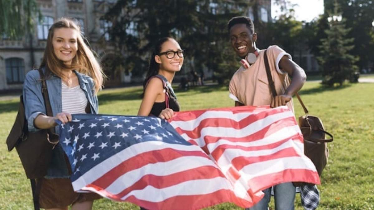Українських студентів 1 та 2 курсів запрошують на навчання до США за програмою обміну: деталі