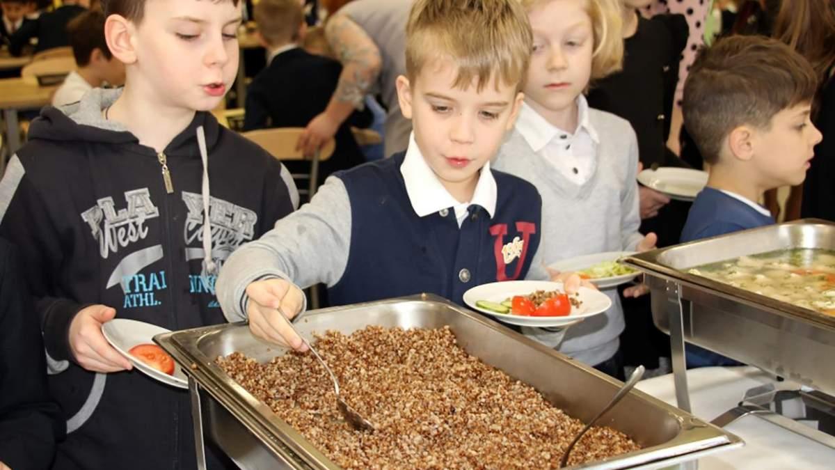 Школи повернулися до мультипрофільного харчування: чим годують учнів