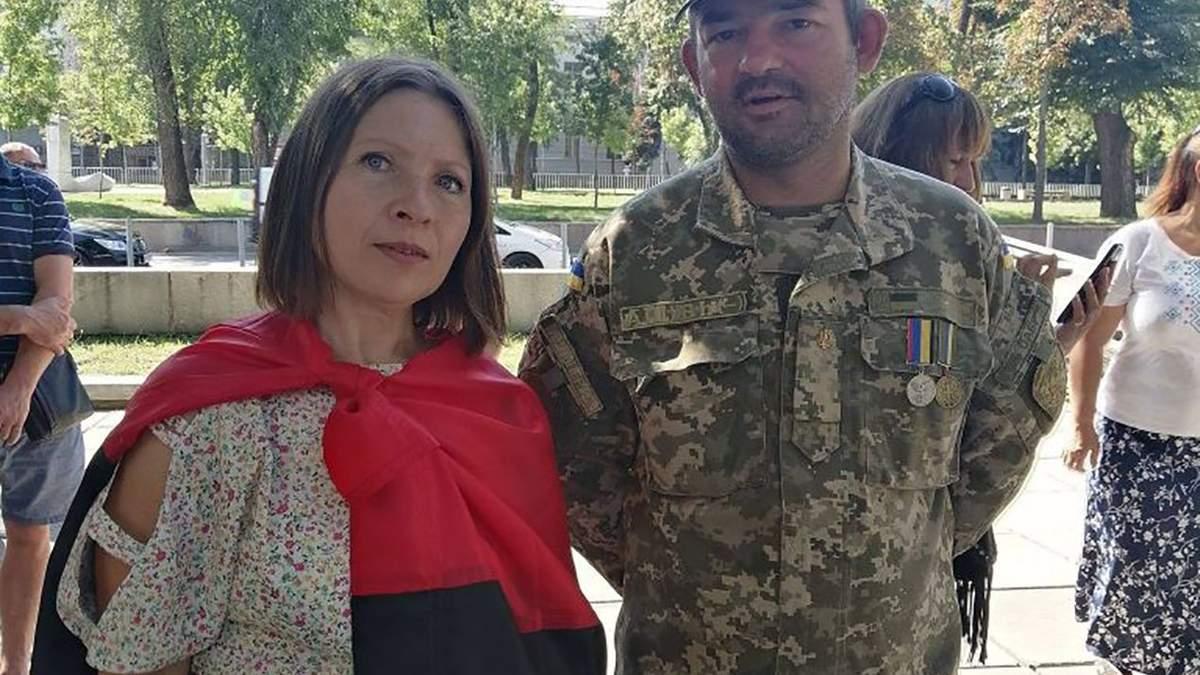 Учительницу Викторию Жданову с проукраинской позицией требуют уволить