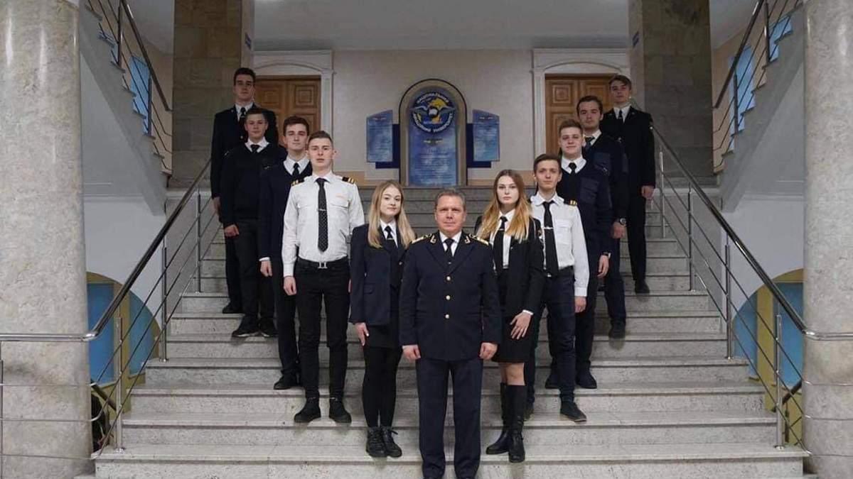 Володимир Ісаєнко з студентами НАУ