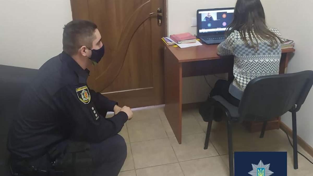 Офицер организовал онлайн-обучения для школьницы в отделении полиции