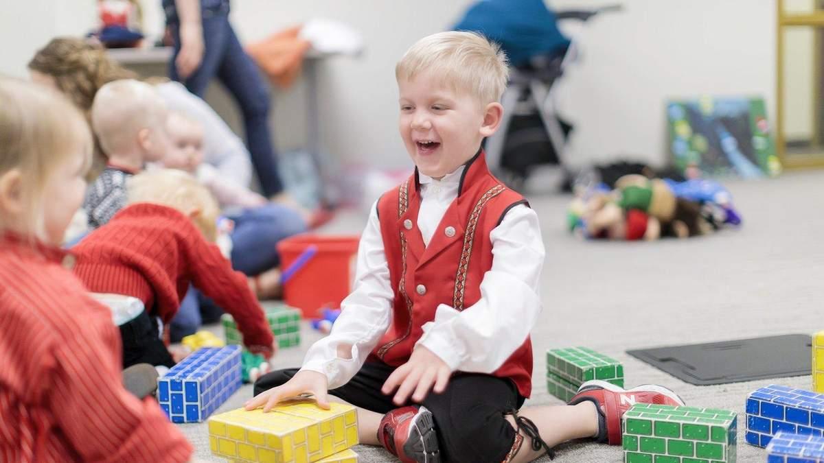 Образование в садиках Норвегии: как детей учат самостоятельности