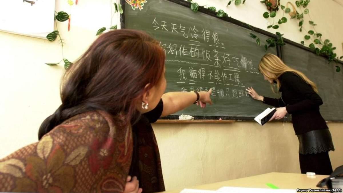 Вчителя можуть звільнити з роботи за булінг чи аморальний проступок
