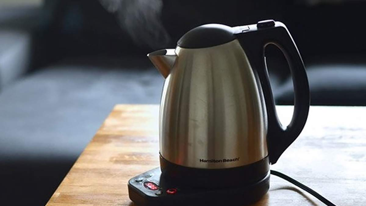 Родители не сдали деньги на чайник в школу, их дочери запретили брать из него воду: детали
