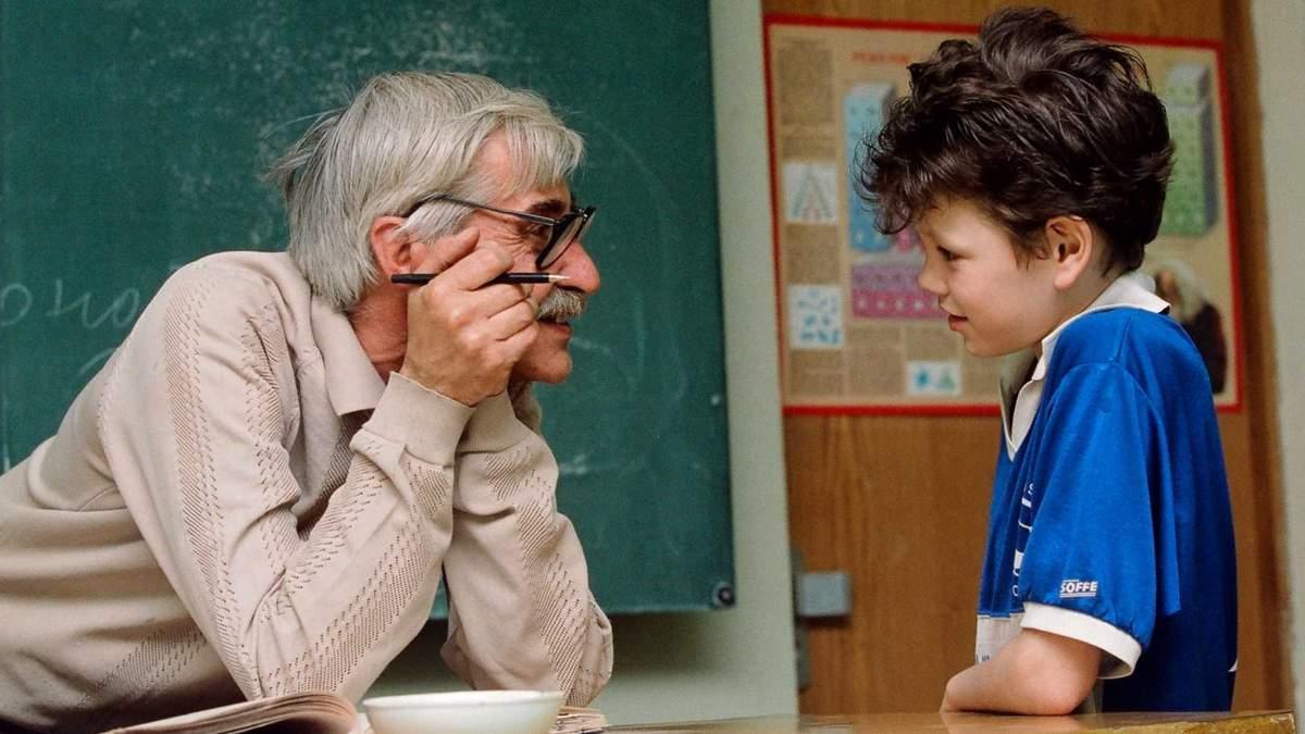 Депутати розглянуть питання про контракти вчителів-пенсіонерів у школах