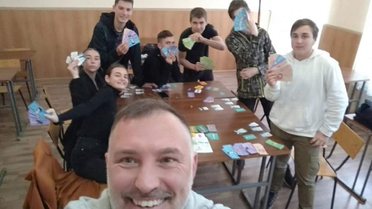 На Закарпатье лицеисты учатся финансовой грамоты: кружок от бизнес-тренера