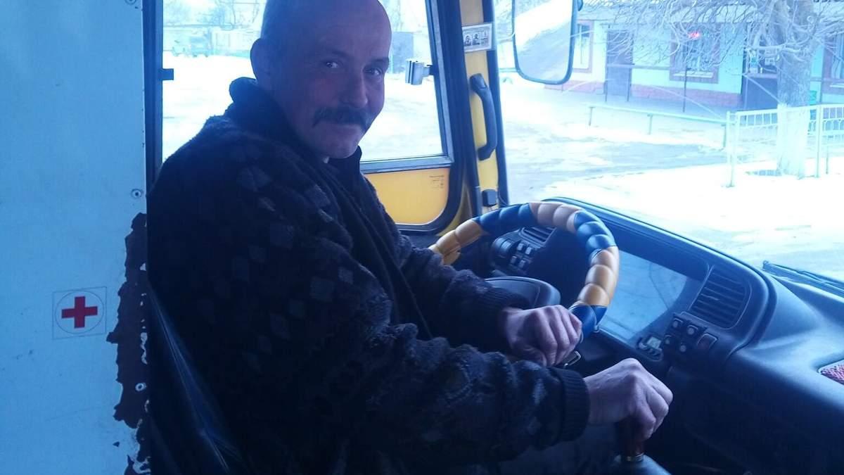 В Херсоне водитель маршрутки возит школьников-отличников бесплатно