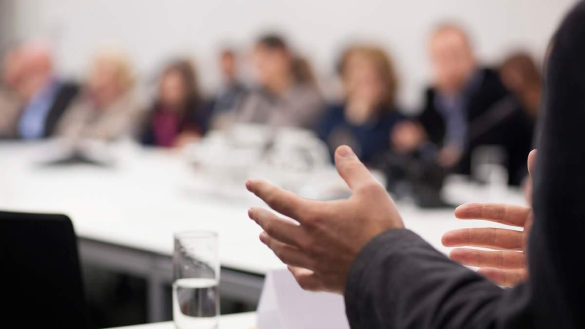 Забыли, что конференция публичная: в США совет школы с негативом обсуждал родителей учеников