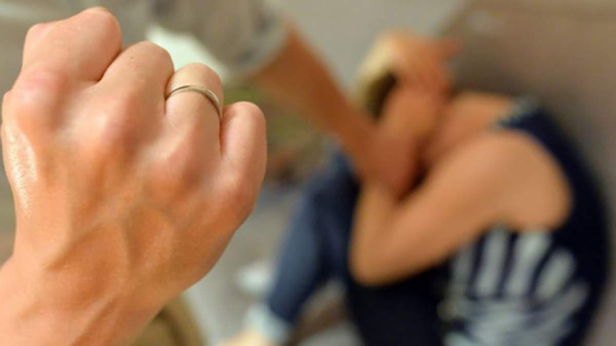В Чернигове помощник воспитателя избил 17-летнего лицеиста: молодой человек лишился селезенки
