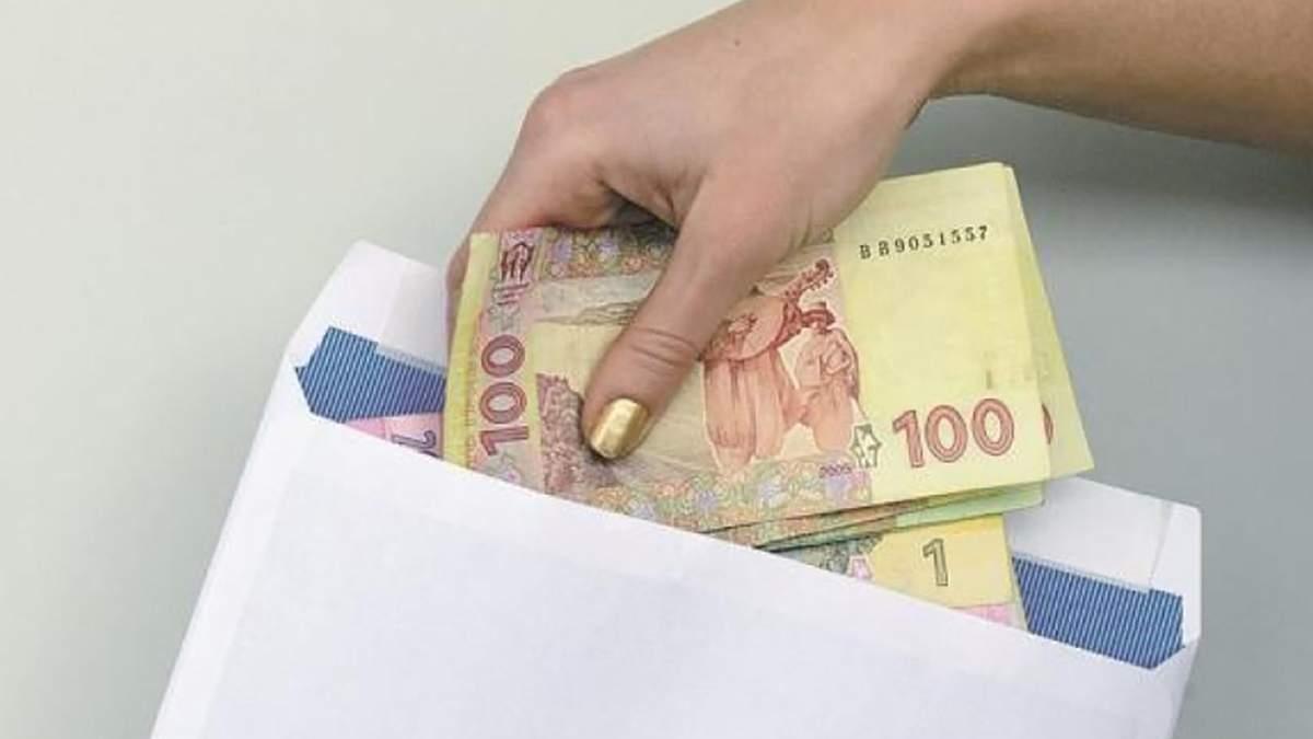 Выдала себя девять премий: на Ровненщине директора школы оштрафовали за коррупцию