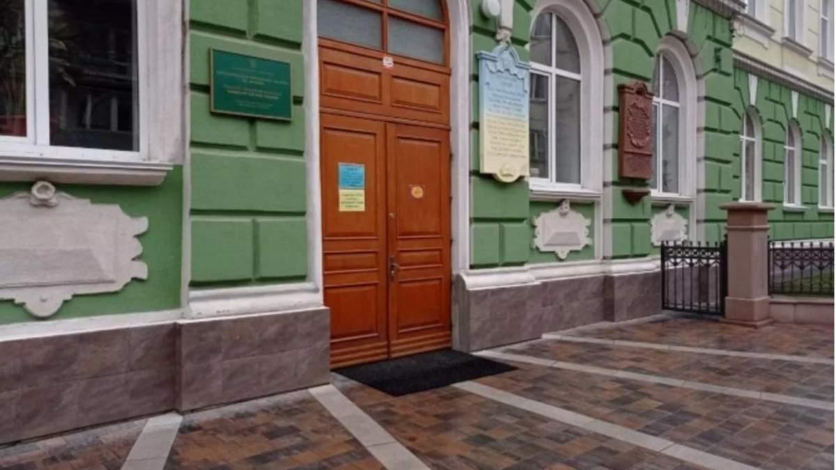 У Тернополі нетвереза вчителька побила школяра