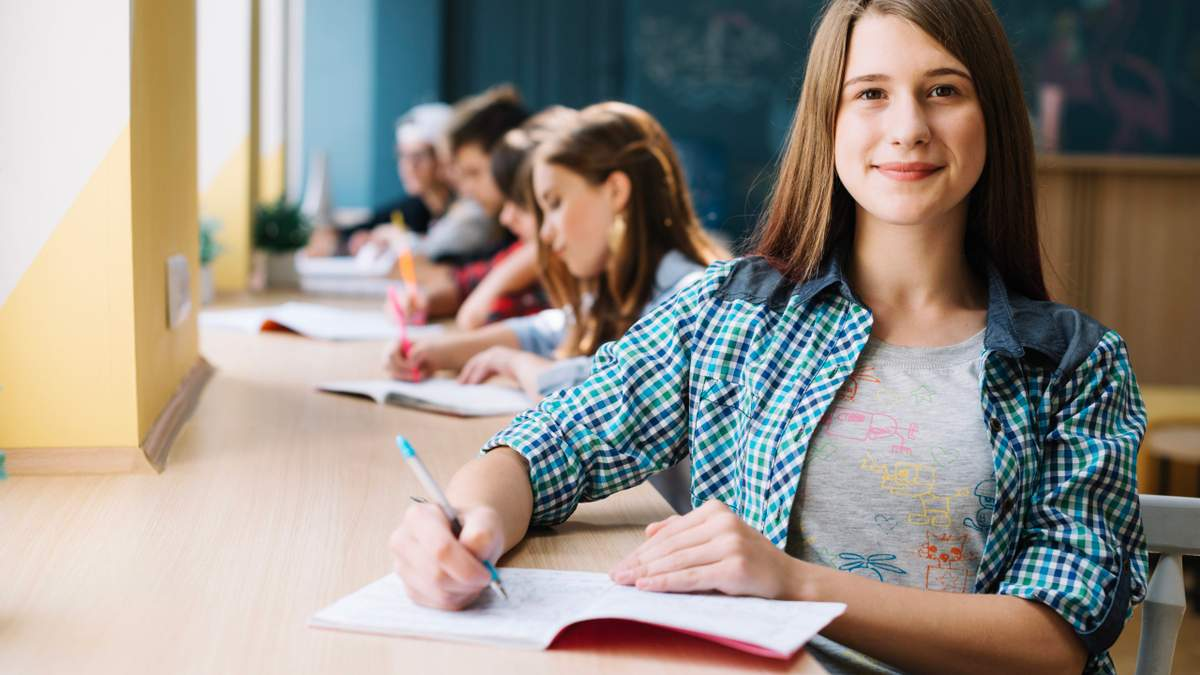 Кожен п'ятий випускник планує вчитися за кордоном: опитування