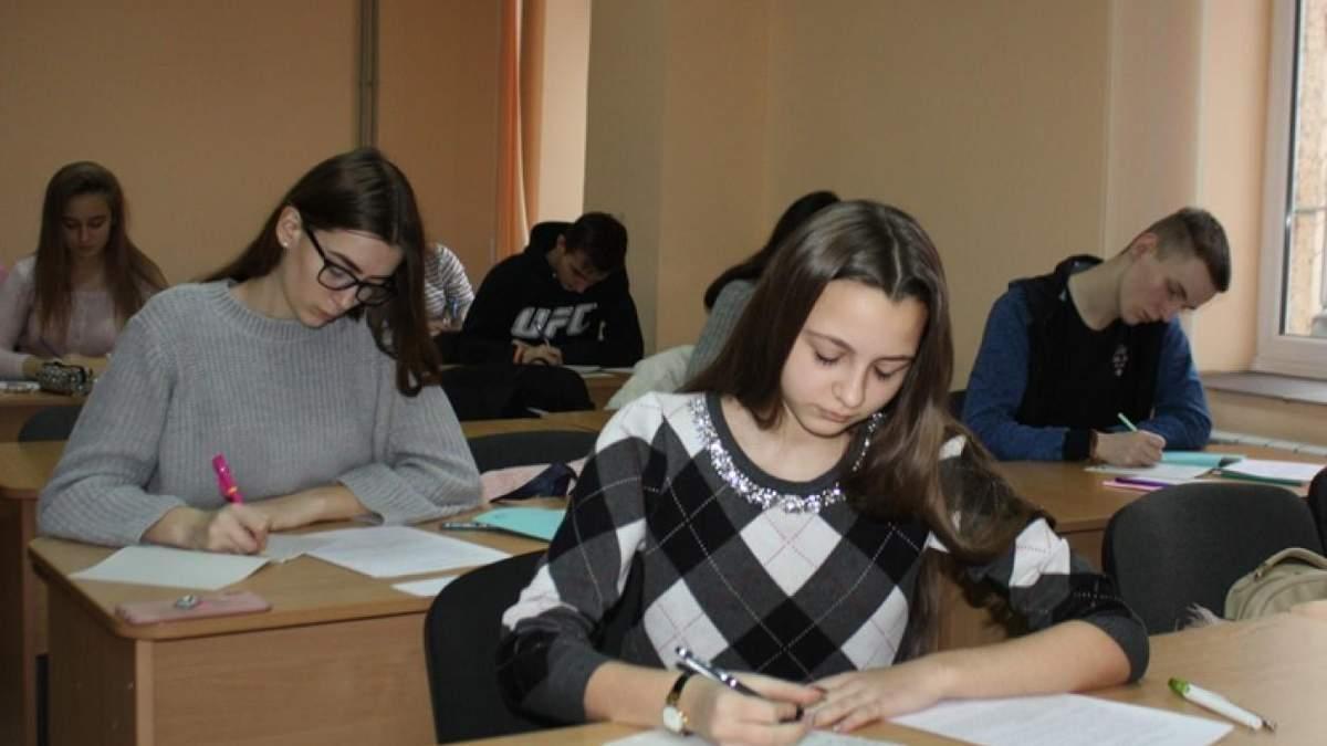У школах учнів навчають на 11 мовах, зокрема і російською, – Шкарлет