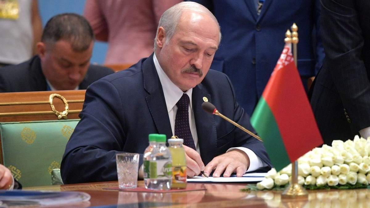 Ректор университета Шевченко объяснил, почему Лукашенко не лишили звания почетного доктора