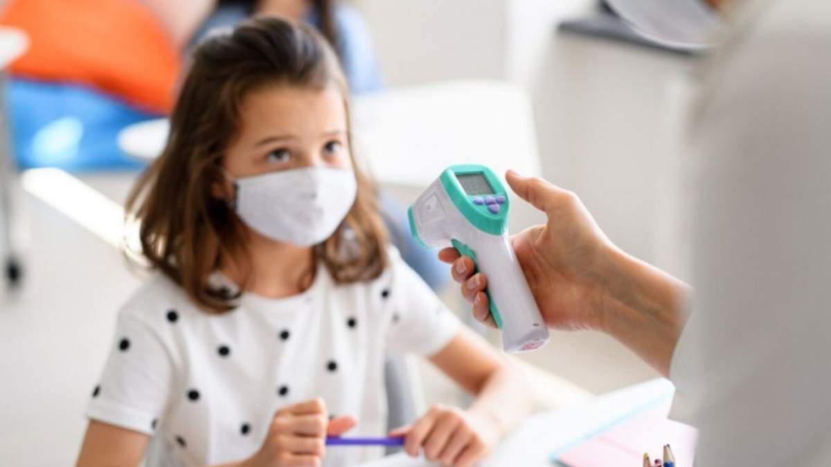 Скільки учнів та вчителів хворіють на коронавірус у школах: дані