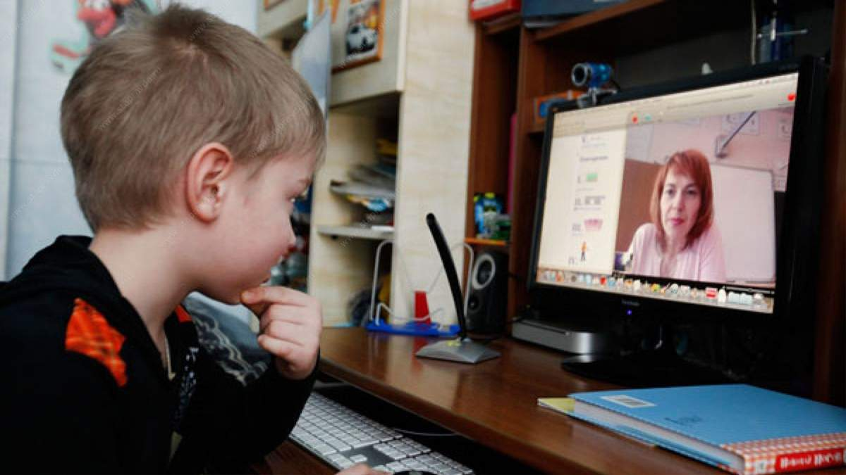 Сколько школ в Украине учит детей дистанционно и очно: данные МОН