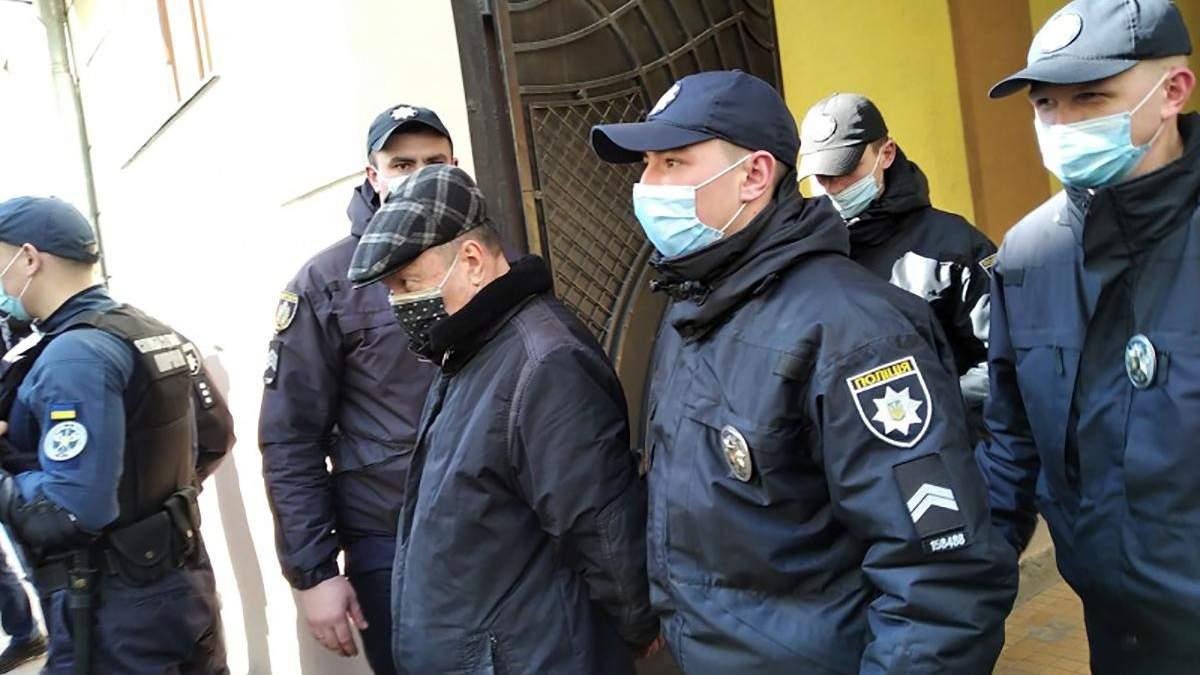 Викладача-педофіла Чернівецького коледжу відсторонили від роботи