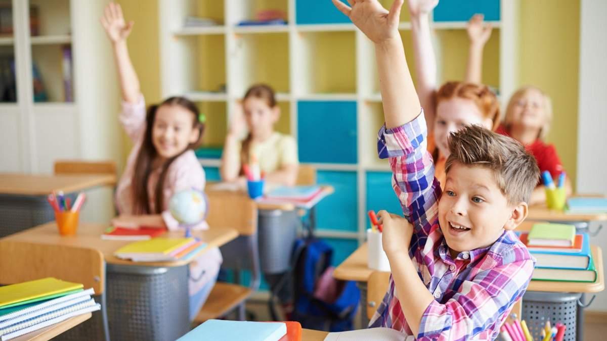 В КГГА объяснили, когда восстановят прием первоклассников в школу