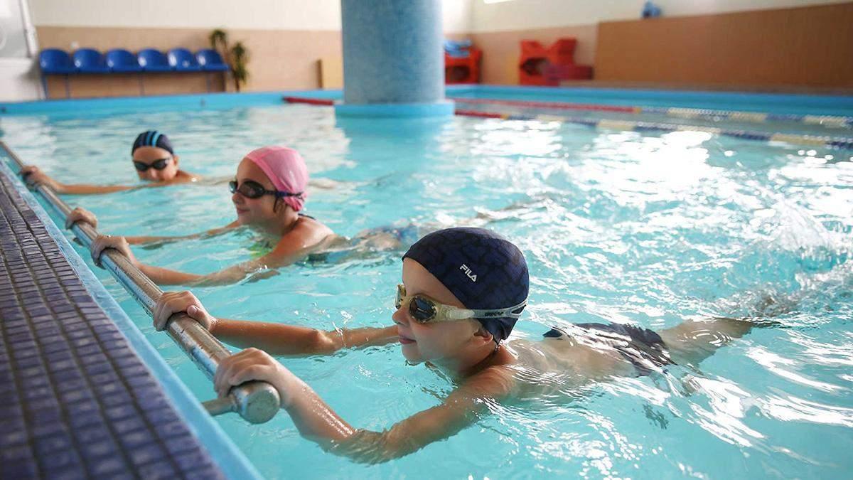 В Ровно тренерка била детей на занятиях по плаванию
