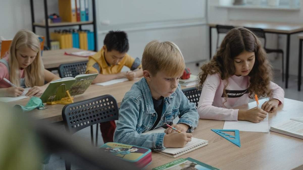 Чи потрібно школярам вивчати фінансову грамотність: думки батьків та дітей