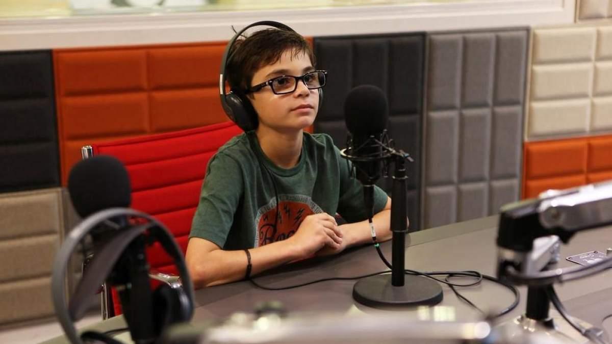 Дети смогут создавать подкасты и брать интервью: в Киеве запустили первое радио для школьников