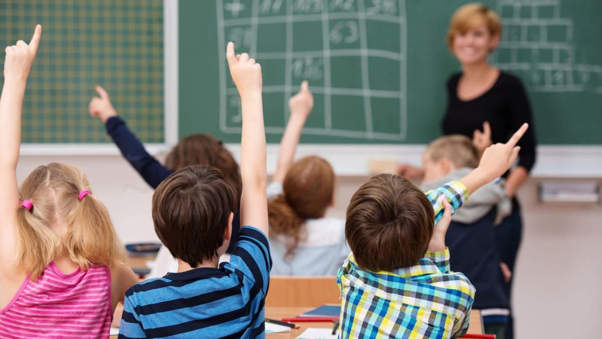 Школярі у Львові та області повертаються до очного навчання