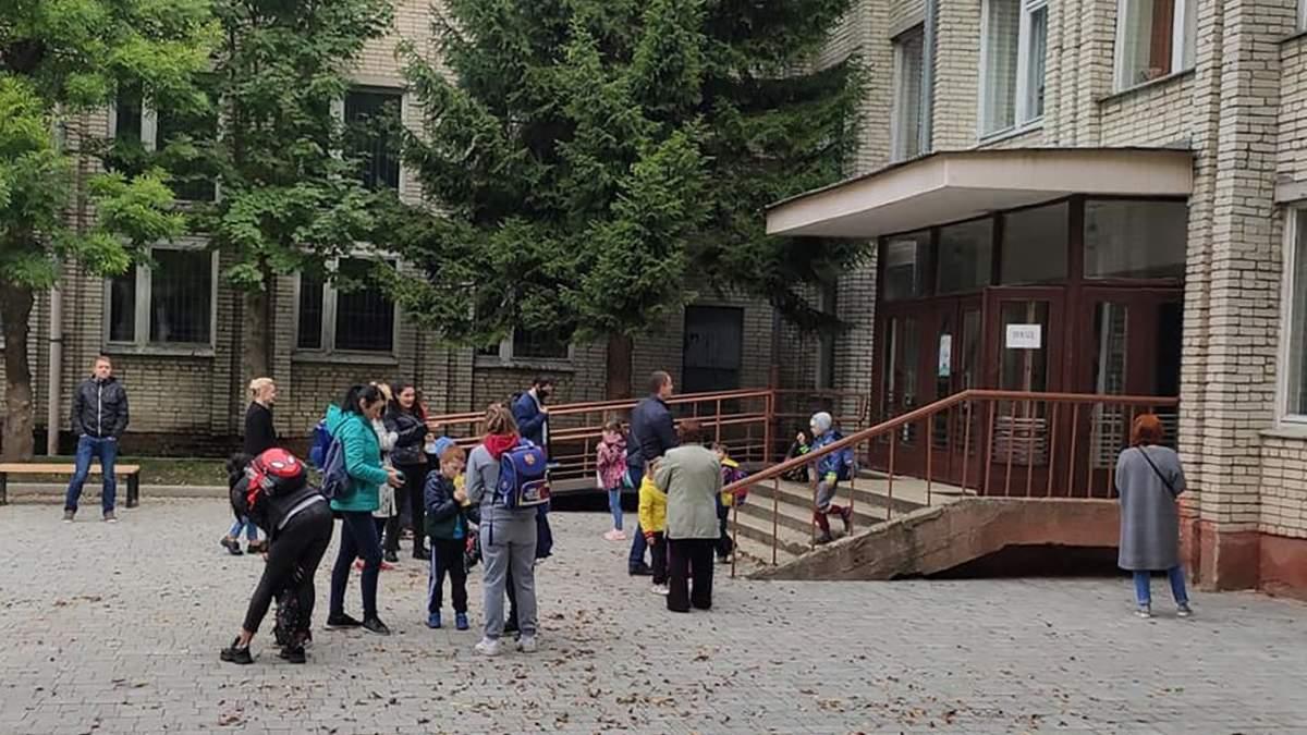 Защищены ли дети в школах Киева от нападений и ЧС: ответ КГГА