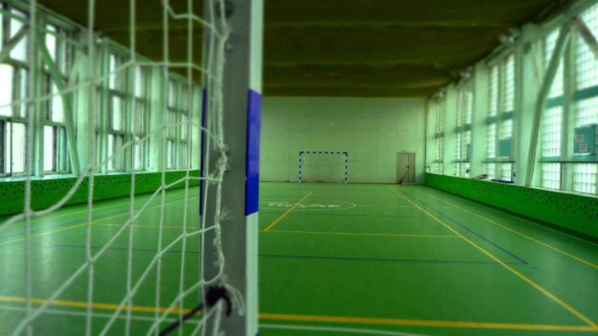На 8-річну дитину впали футбольні ворота в шкільному спортзалі
