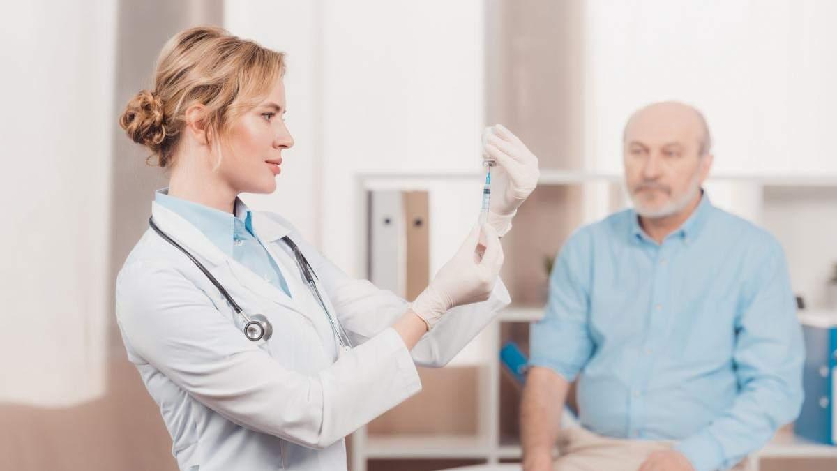 Якою вакциною будуть щеплювати вчителів від COVID-19: протипоказання