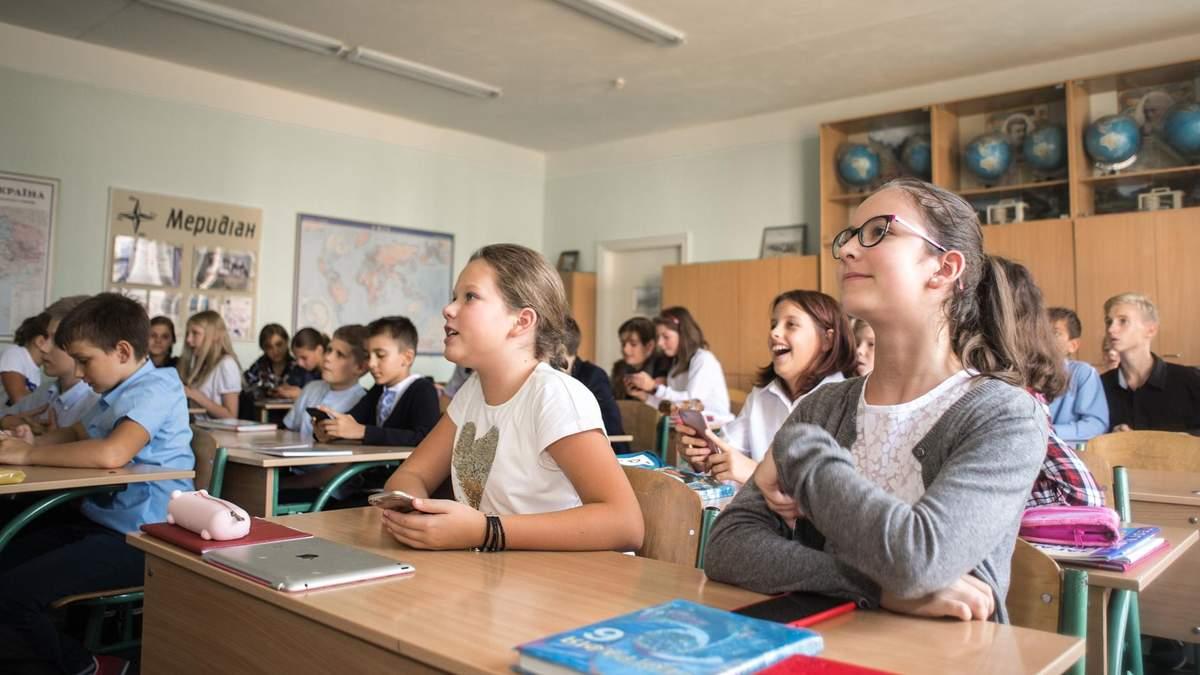 Учні 5 – 9 класів проводять у сидячому положенні 10 годин на добу