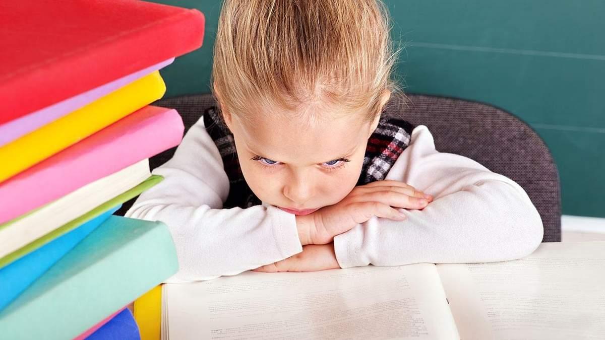 Однокласник б'є, вчитель цькує: що робити у ситуаціях булінгу учня