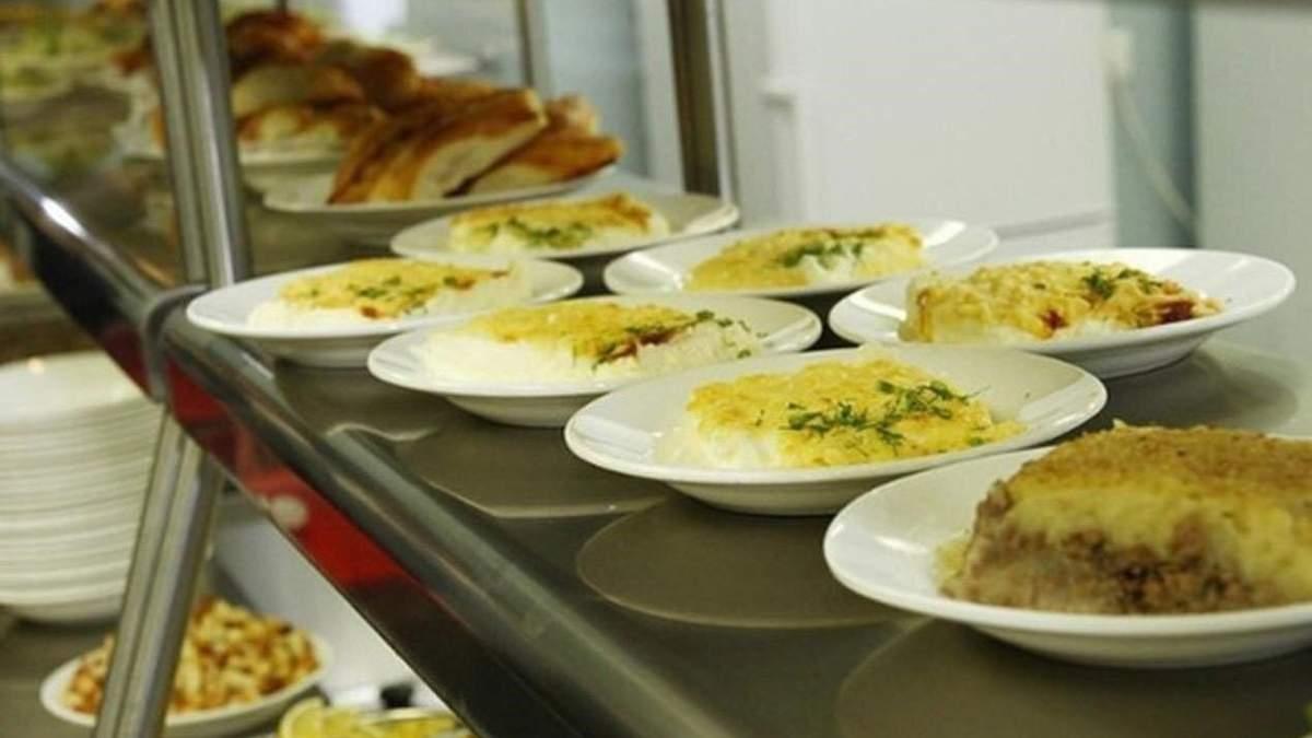 У школах вилучили 3 тонни небезпечних харчів: порушення у їдальнях