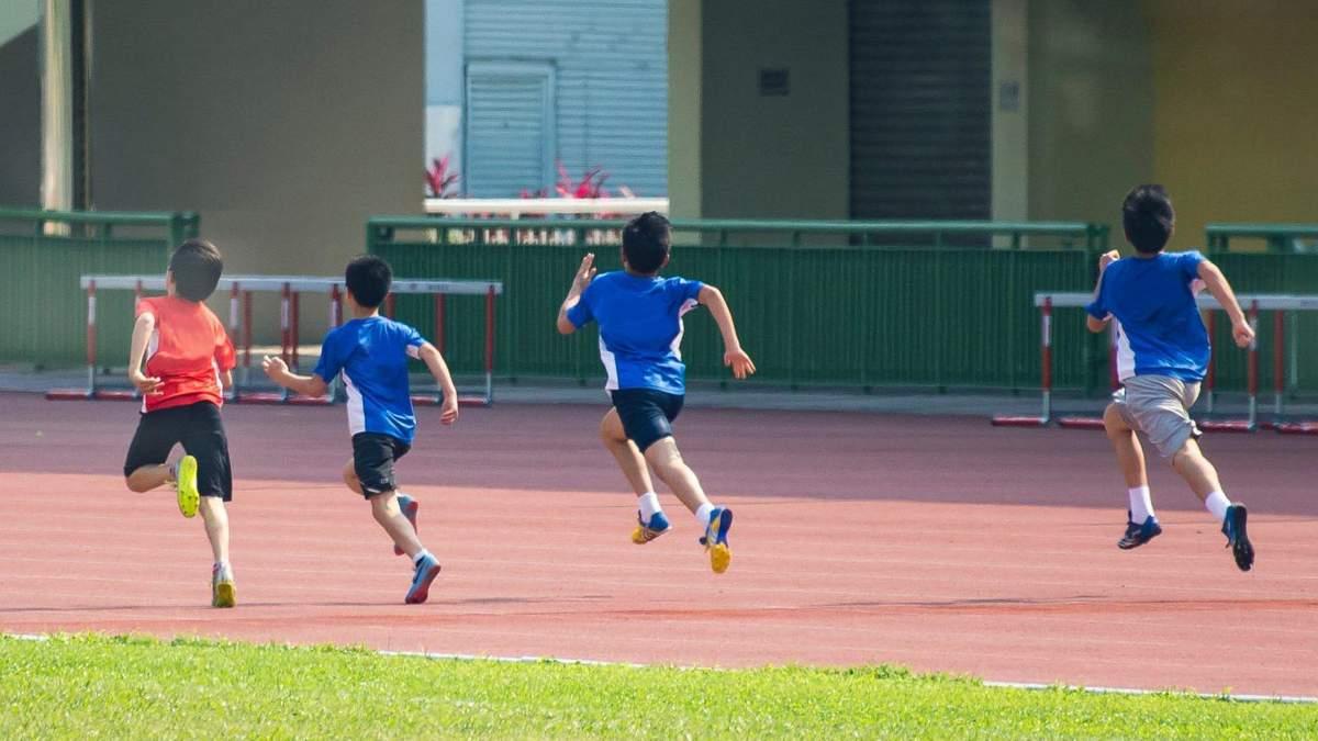 Физические упражнения способствуют обучению и контроля эмоций у детей