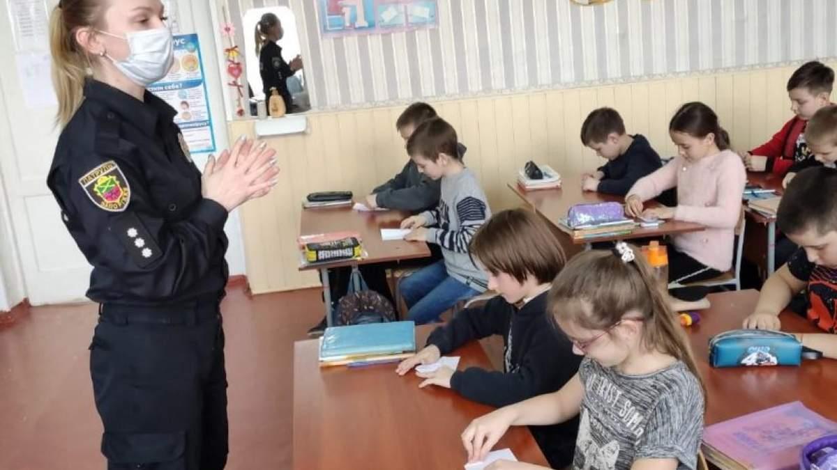На Херсонщине подросток срывает уроки и унижает учеников: буллинг