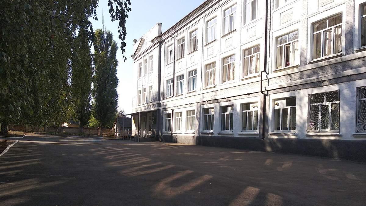 В школе Краматорска ученики распылили баллончик: есть пострадавшие