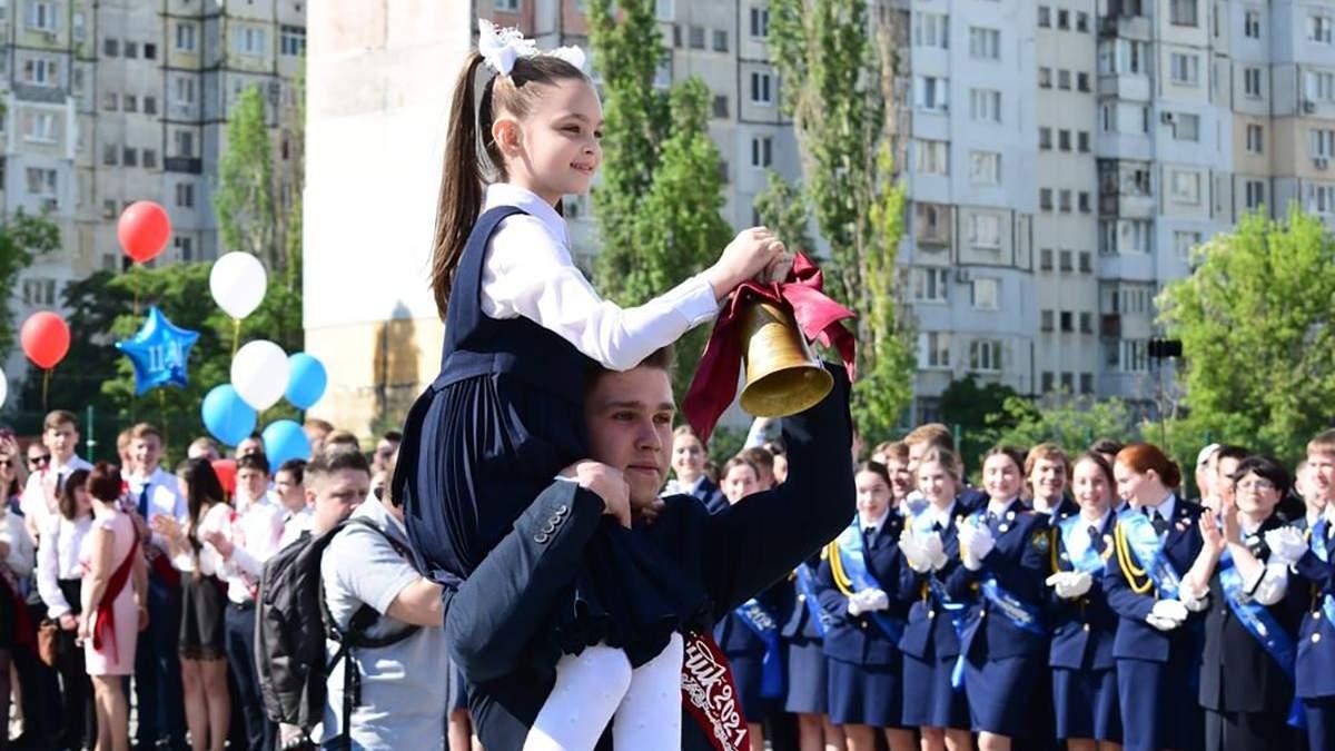 У школах Криму проходять останні дзвоники: фото та відео
