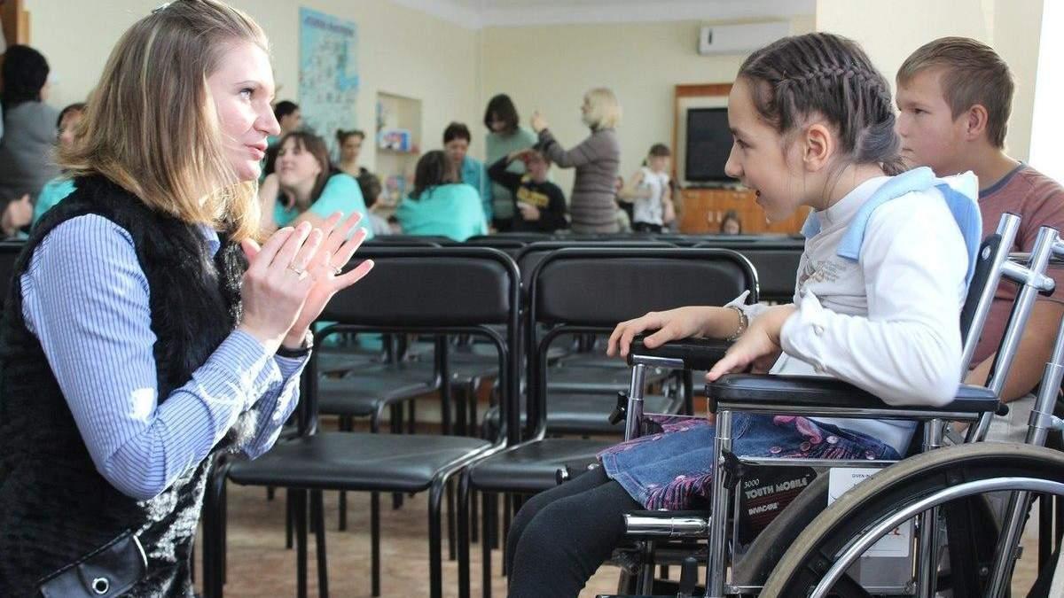 Кабмин отменит комиссию для разрешения на обучение детей-инвалидов