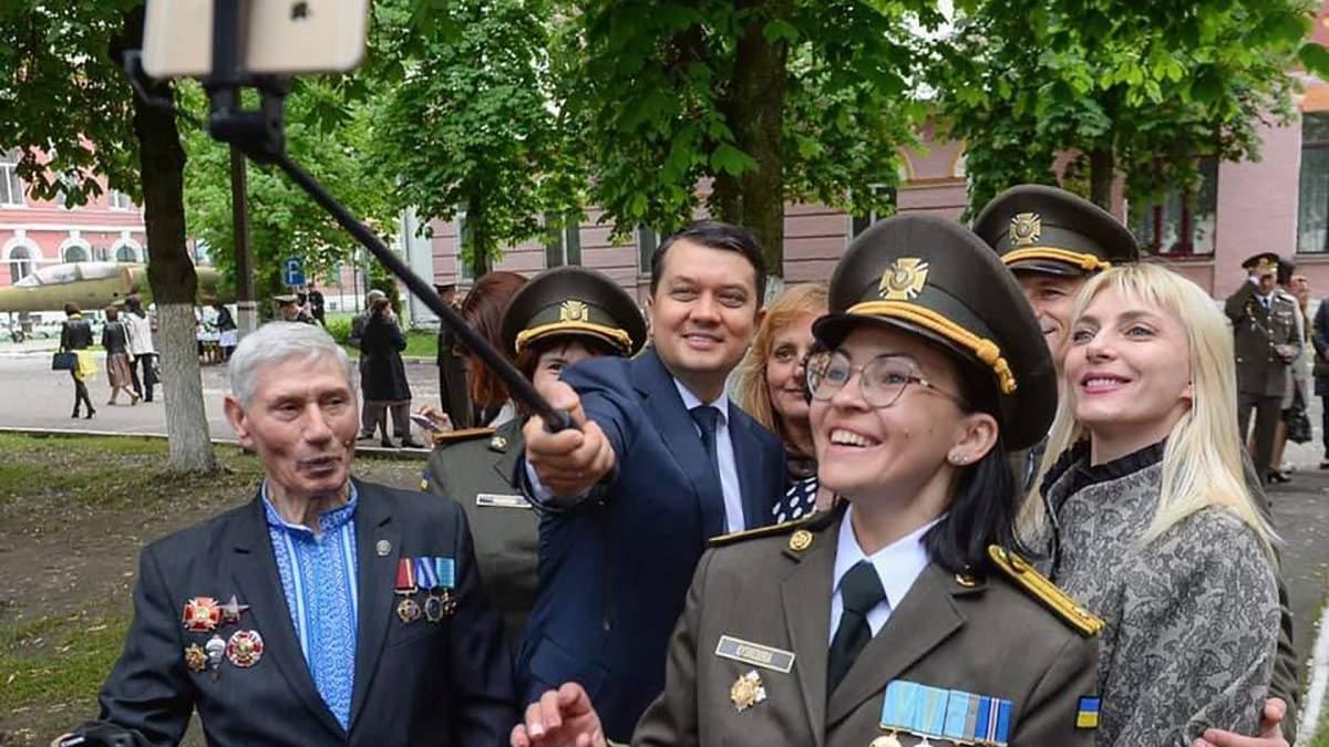 Военный лицей Богуна в Киеве впервые закончили девушки: фото