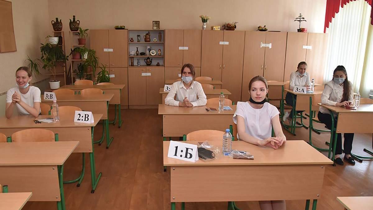 Випускники в окупованому Донецьку складають російський іспит
