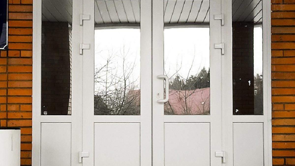 В школе Тернополя 10-летнего ученика ударила входная дверь: детали