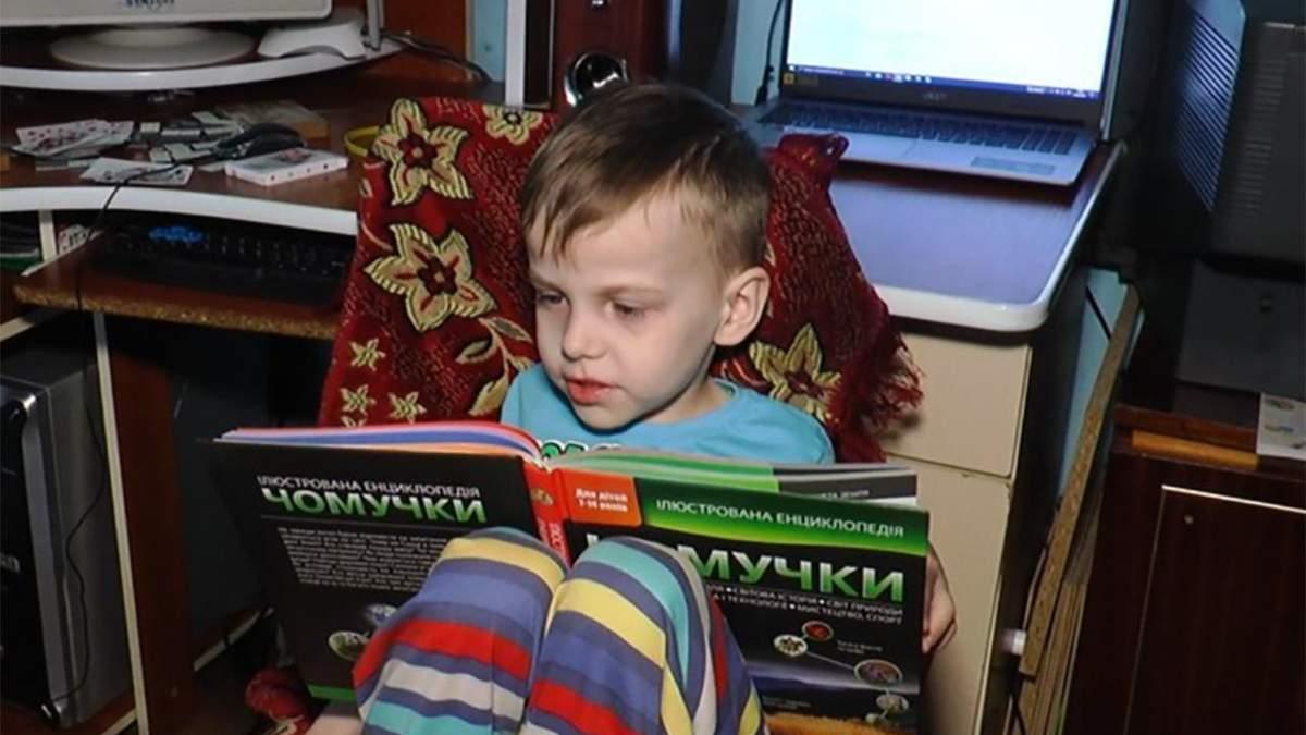 5-летний Мирослав Федьков изучил таблицу Менделеева и разные алфавиты