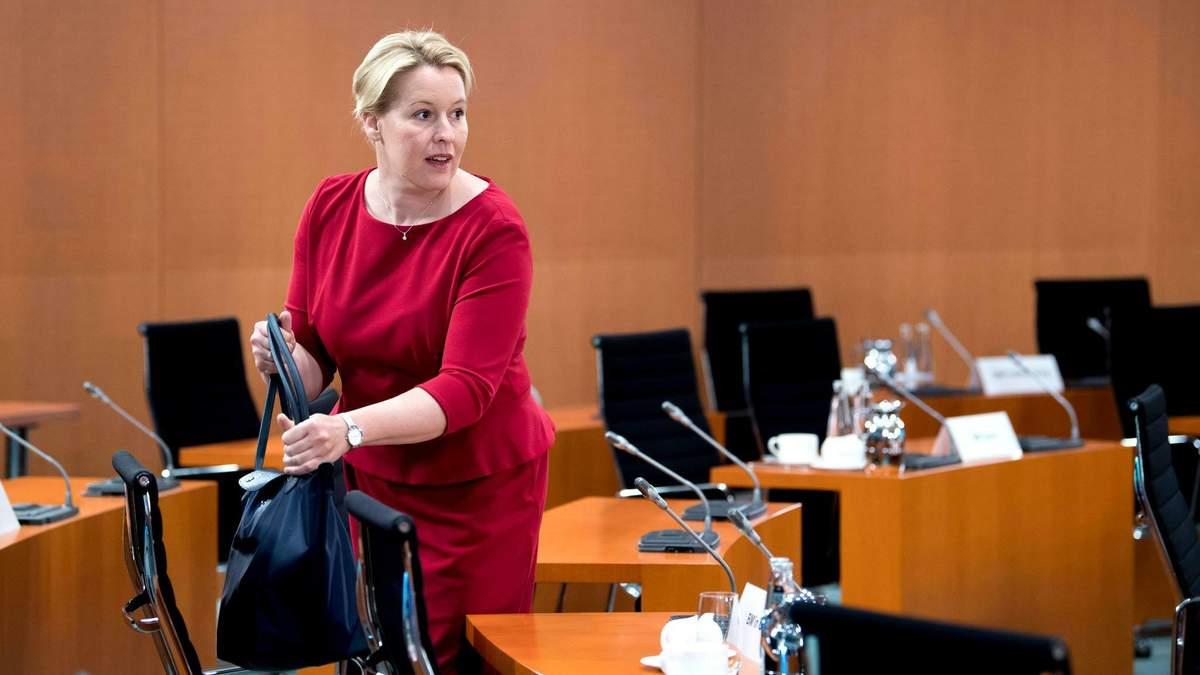 Німецьку ексміністерку позбавили докторського ступеня за плагіат