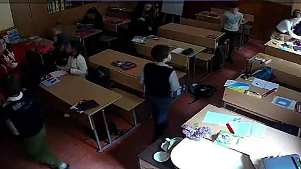 Асистентка вчителя погрожувала учню з інвалідністю: відео