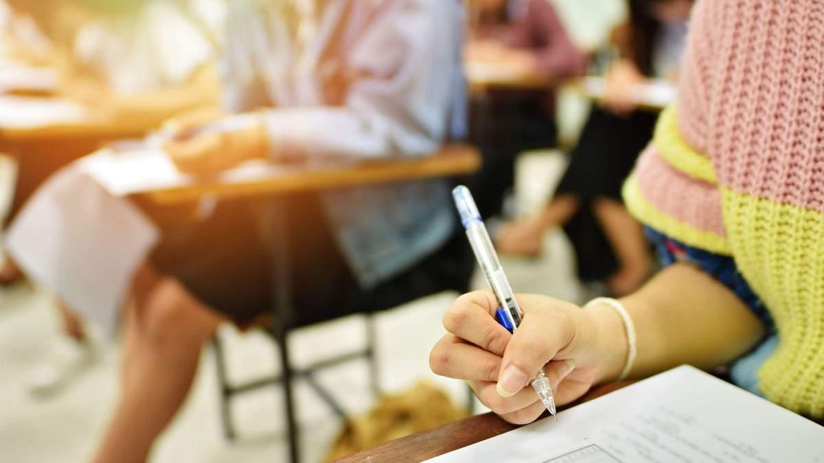 Вчителька здала ЗНО 2021 разом з учнями: скільки балів вона набрала